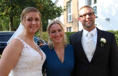 Brautpaar mit Natalie Sahm - Trauzeiten