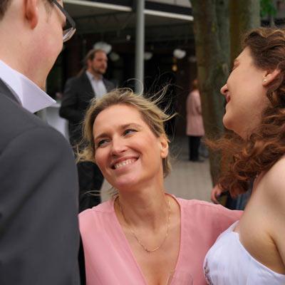 Natalie Sahm mit Brautpaar - Freie Traurednerin